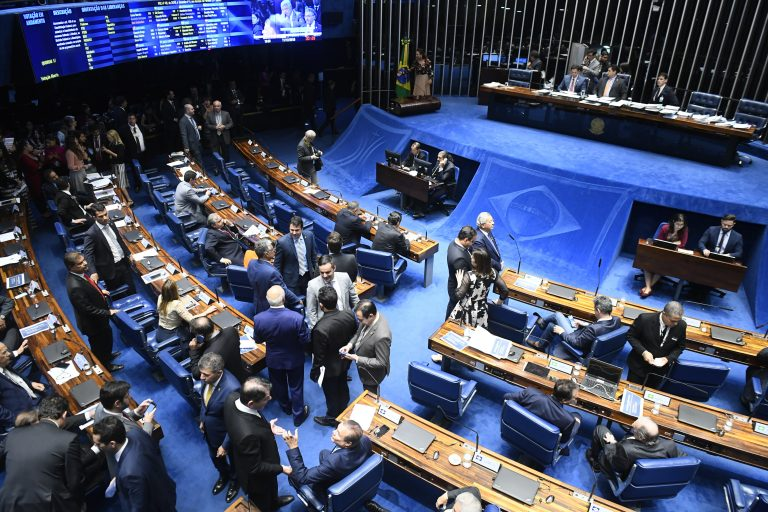Senadores se posicionam a favor do isolamento social