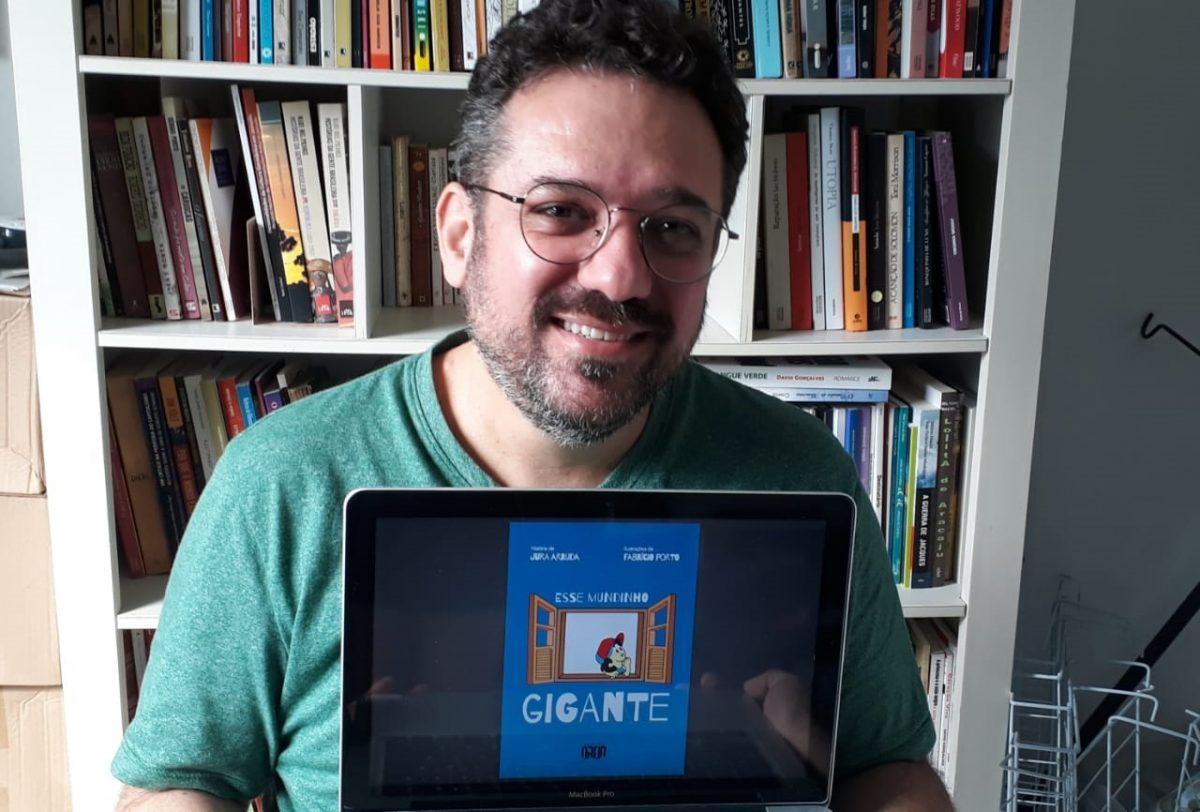 Escritor lança e-book em seis idiomas e vendas serão revertidas para ajuda a comunidade carente