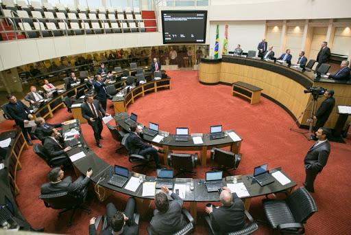 PSL/SC suspende deputados estaduais por sete meses