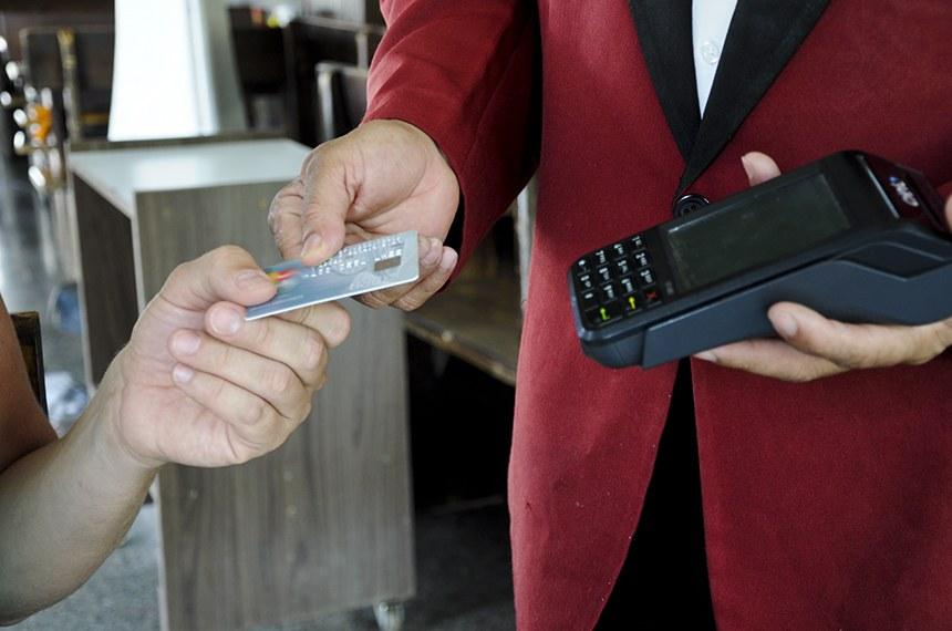 Lei que libera crédito a micro e pequenas empresas via maquininha é sancionada